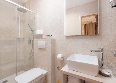 Hotel Agava in Babina - Deluxe Triple Rooms bathroom